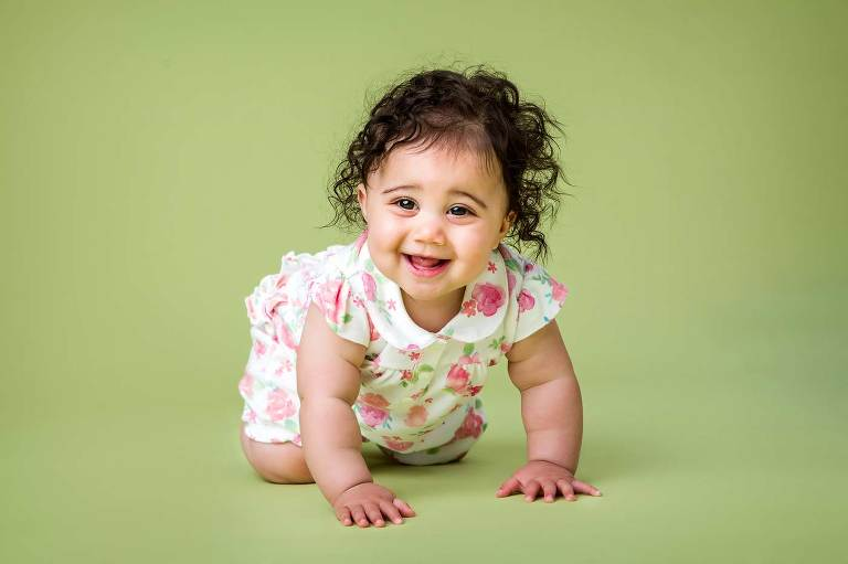 Cute toddler during home studio photo session by Robert Hooper photography