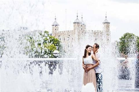 Chinese couple on pre wedding photo shoot by Tower of London
